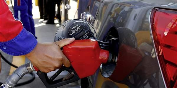 Precio de la gasolina subirá 111 pesos en todo el país