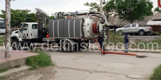 Carros cisternas de Operadores de la Sierra causan molestias a vecinos