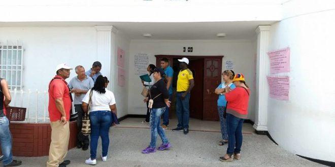 Líderes realizaron plantón frente a  Cafesalud Ciénaga, por pésimos  servicios