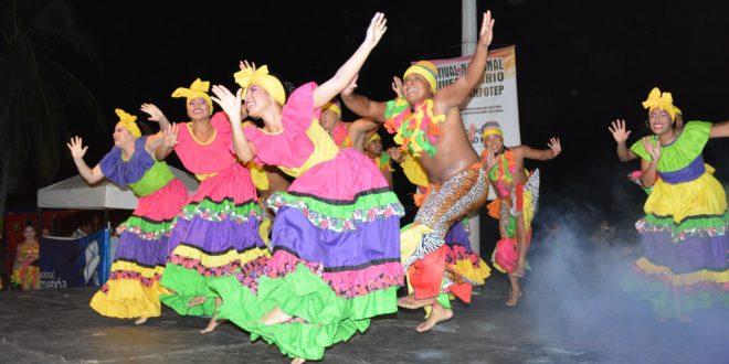 Con derroche de colorido y plasticidad, culminó el II   Festival Nacional Universitario de Danzas Folclóricas