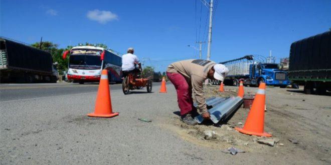 Intracienaga instala barandas en Puerto Nuevo para evitar estacionamiento de camiones