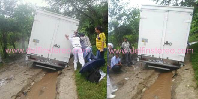 Furgón que transporta alimentos de estudiantes sufrió percance en la vía a Jolonura