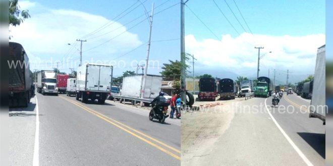 En Puerto Nuevo continúa el caos vehicular por estacionamiento de vehículos pesados