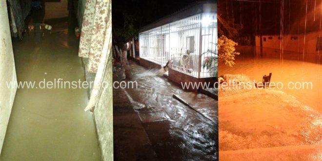 La mayoría de barrios de la ciudad están inundados por torrencial aguacero de esta madrugada