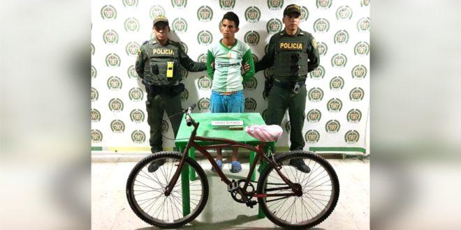 La policía lo capturó cuando robaba una bicicleta