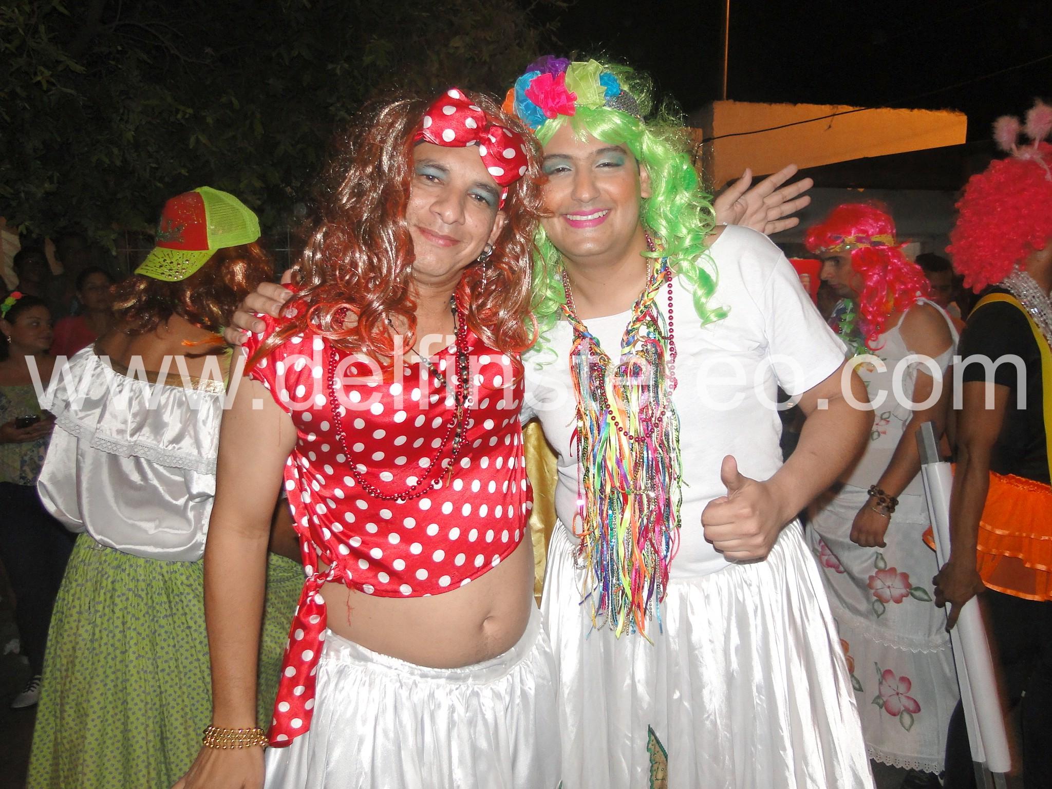 Hombres vestidos de mujer carnaval